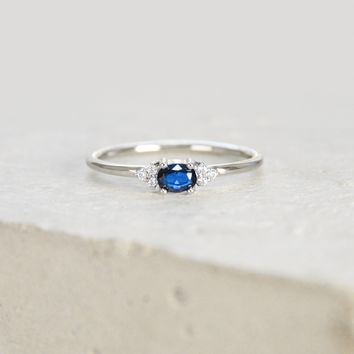 Dainty Oval Ring - Silver + Sapphire