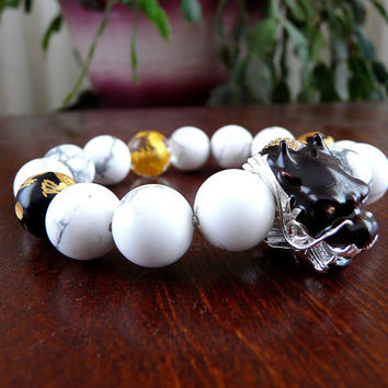 Dragon Head Bracelet, Yakuza Bracelet, Men's Beaded Bracelet, Gold Dragon Beads, Black Onyx White Howlite Japaese Bracelet Style Shenron Zen