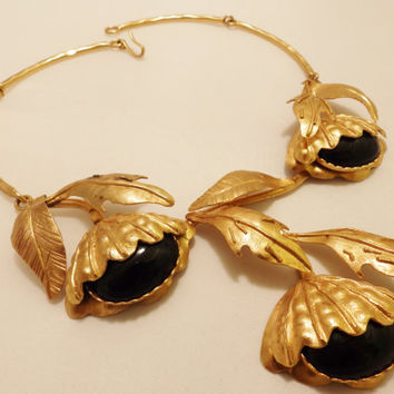 Brushed Gold Tone And Large  Black Glass Cabochon Vintage Flower Statement Necklace Signed Sonia Italy