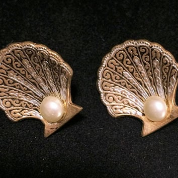 Damascene Sea Shell Earrings Faux Pearl Center Screw Back Style Mid Century Jewelry Beach Vacation Cruise Wear 518