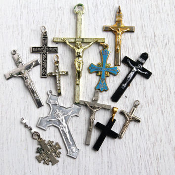 Vintage Cross & Crucifix Pendant Lot - Gold, Silver Tone, Lucite Rosary Religious Jewelry Charms / Instant Cross Collection