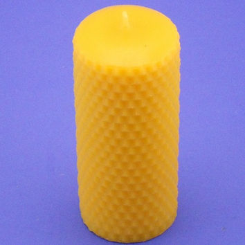 Beeswax Honeycomb Candle, 2.2 x 5 Pure Beeswax Pillar Candle, Organic Beeswax Candle, Makes an Excellent Housewarming Gift, Canadian Beeswax