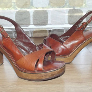 Vintage 70s Sexy Wood Heel Platform Shoes Sandals Pumps 7 BARE TRAPS