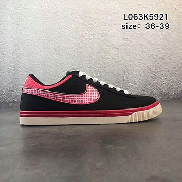 NIKE COURT ROYALE canvas low to help wild school board shoes F-PSXY Black + rose red grid hook