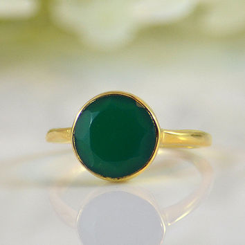 Faceted Green Onyx 18K Vermeil Gold ring - round cut stacking bezel set ring - large round stone ring