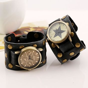 Retro Wide Strap Watches Men Women Punk Leather Bracelet Quartz Wristwatch Leather Cuff Bracelet Wristwatch Unisex Quartz Watch