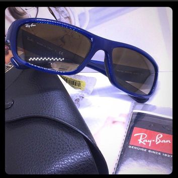 New authentic Ray Ban Mens Sunglasses blue made Italy