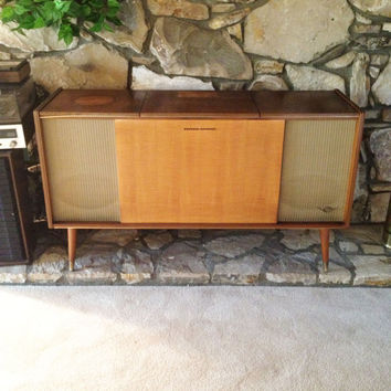 Mid Century Modern Stereo Console/ Grundig Majestic Mid Century stereo console/ vintage record player/ Mad Men stereo furniture cabinet/