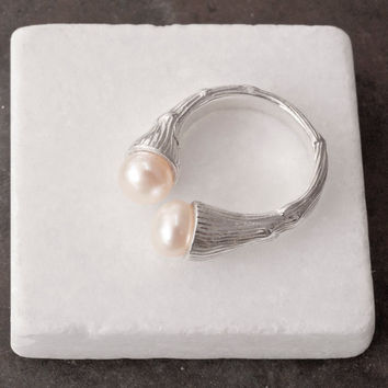 Pearl Ring, Sterling Silver Twig Ring with White Cultured Pearls, Cocktail Ring, June Birthstone, Tree Branch with Pearls, Pearl Jewellery