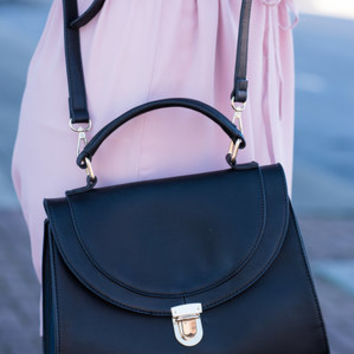 Simple Yet Sassy Purse, Black