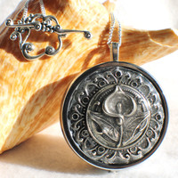 Music box locket,  round locket with music box inside, in silver with Calla Lily on cover.
