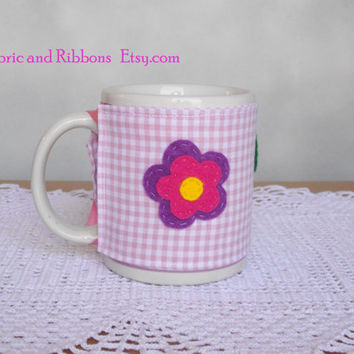 Pink Cup cosy. Pink fabric cup cosy with felt flower and leaves. Handmade cup cosy. Cotton cup cosy.
