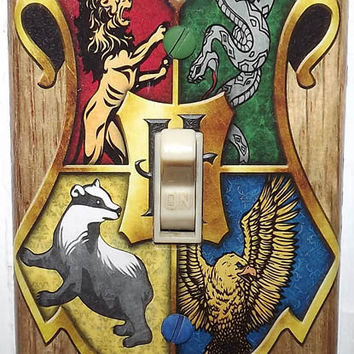 Harry Potter Light Switch Cover Plate - Hogwarts Crest 1