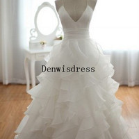 Ball Gown Spagetti Straps Sweetheart Chapel Train White Organza Tiered Backless Wedding Dresses Wedding Gown Bridal Dresses Bridal Gown