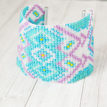 Bracelet pastel, pastel colors, woven on a loom, woven bracelet, bracelet with beads, geometric pattern, fashionable bracelet, trend