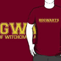 Hogwarts School of Witchcraft and Wizardry Gold Print T-Shirts  Hoodies by calguy | RedBubble