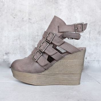 Sbicca - gomez - womens ankle bootie - taupe