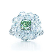 Tiffany & Co. - Ring with white diamonds and a 1.21-carat Fancy Vivid Green diamond.