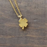 dainty clover necklace