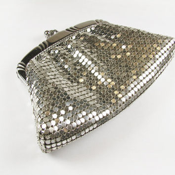 Vintage Whiting and Davis Coin Purse, Silver Mesh / Vintage Silver Mesh Wallet - Sac de Soirée.