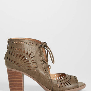 Carmen laser cut heel in olive | maurices