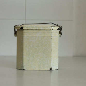1930. French vintage yellow Lunch box // Enameled // Granitware / lunch pail