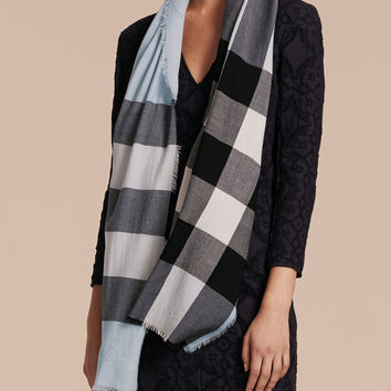 The Lightweight Cashmere Scarf in Check Dusty Blue | Burberry