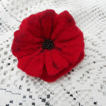 Flower brooch,Poppy red flower,felt brooch,Felt brooch flower, hair clip brooch,felted flower accessories, hair jewelry,red felt flower pins