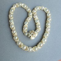 1950's Mid-Century Vintage Modernist Lucite Soap Bubble & Faux Ivory Space Age Bead Necklace