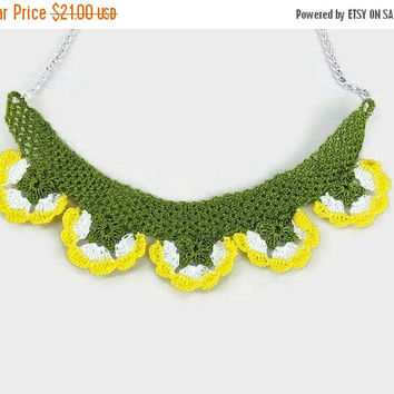 CHRISTMAS Crochet Flower Necklace , Yellow and white oya Flowers , Flower pendant Necklace, Unique crochet Jewelry, knitted summer Necklace
