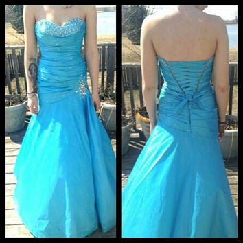 this was a costume made dress for prom. its a beautiful baby blue, it comes with glitter all over for girls who like glam.