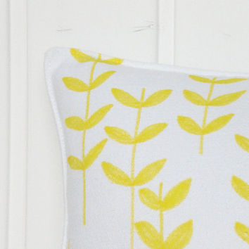 Decorative Pillow case - Throw pillow in yellow and white - Floral pillow