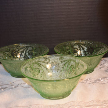 Tiara Chantilly Green Bowls Set of 3 Vintage Indiana Glass Co. Small Fruit Salad Bowls Chantilly Green Sandwich Pattern Holiday Dinnerware
