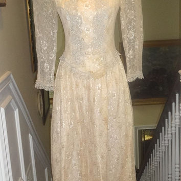 1980s or 1990s Cachet Glamourous Dress in Champaigne Lace in Size 7 with Dropped Waist and Ecru Venise Lace Trim, Quasi Victorian Style