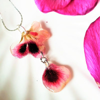 Pressed Flowers Pink Dry Flower Pendant, Botanical Jewelry, Resin, Bridesmaids Necklace, Gift ,for all Nature lovers