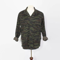 Vintage 70s Tiger Stripe CAMO JACKET / 1970s Camoflauge Lightweight Shirt Jac Hunting Field Coat L