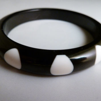 Vintage plastic black and white polka dot bangle bracelet 1960s-1970s costume jewelry