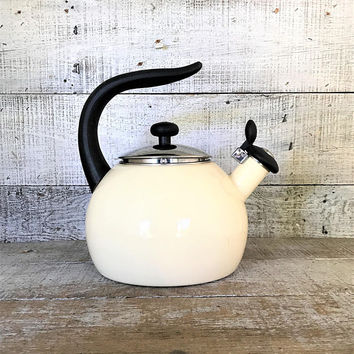 Enamel Tea Kettle Retro Beige Metal Teapot with Resin Handle Vintage Whistling Tea Kettle White Teapot Mid Century Retro Kitchen