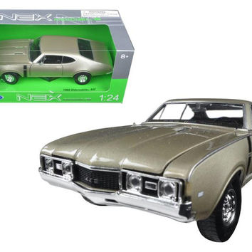 1968 Oldsmobile 442 Gold 1-24 Diecast Model Car by Welly