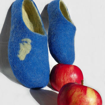 Handmade felted blue sand slippers, Felted slippers with cat, home shoes, women shoes, two color slippers