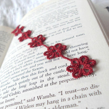 Red Lace Flower Bookmark in Tatting - Daisy