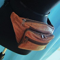 vintage Wilsons brown leather fanny pack. waist pouch. leather pouch. leather coin bag. leather cell phone holder