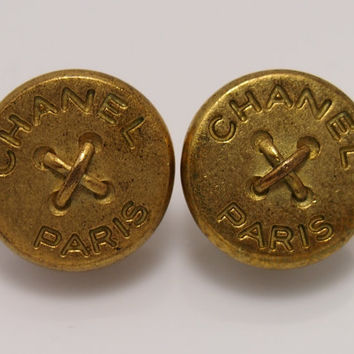FREE SHIPPING/// Vintage CHANEL matte gold button clip-on earrings