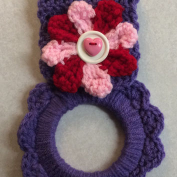Valentine kitchen towel hanger, dish towel hanger, gift idea, party favor, game prize idea, hand crochet towel hanger, button towel hanger