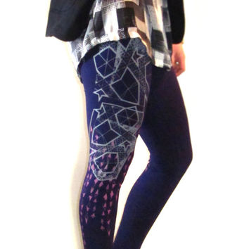 Angular Geometric Diagram with Diamond Pattern Hand Printed in French Grey and Light Pink on Dark Purple Leggings // Boho Tribal //