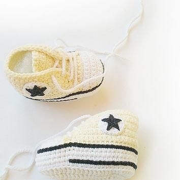 Champagne crochet baby shoes, Converse baby shoes, Converse slippers, Crochet booties,