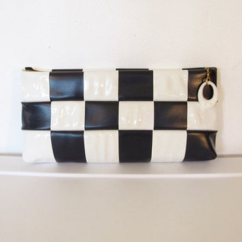 Vintage 1960s Mod / Navy Blue & White Checkered Vinyl Clutch Purse / Evening Bag