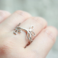 Delicate leaf branch ring silver everyday jewelry by DelicacyJ