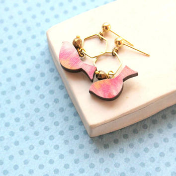Geometric Stud Earring with Bird and Hexagon in Pink - Woody collection