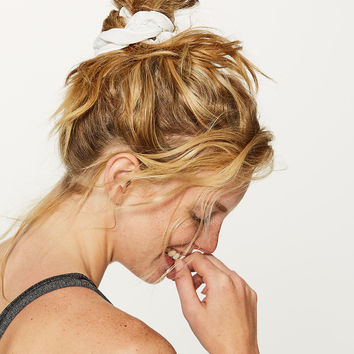 Light Locks Scrunchie | Women's Accessories | lululemon athletica